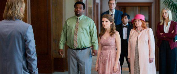 "Review: ""Mesa 19"", los misfits se van de boda • En tu pantalla"