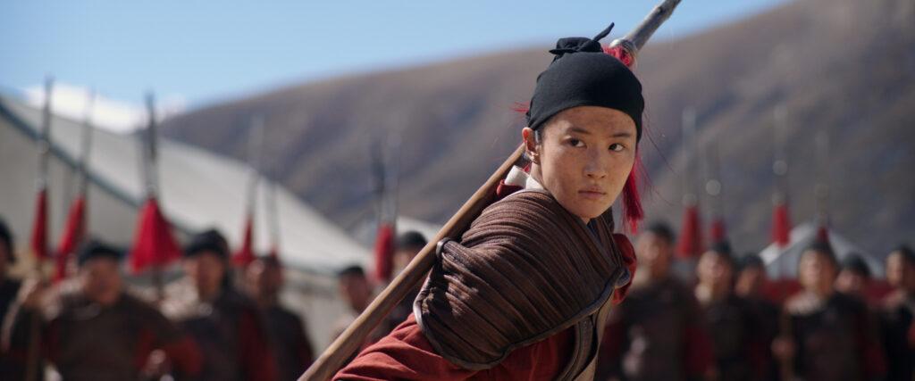 Yifei Liu como Mulán en 'Mulán' (Fuente: Disney)