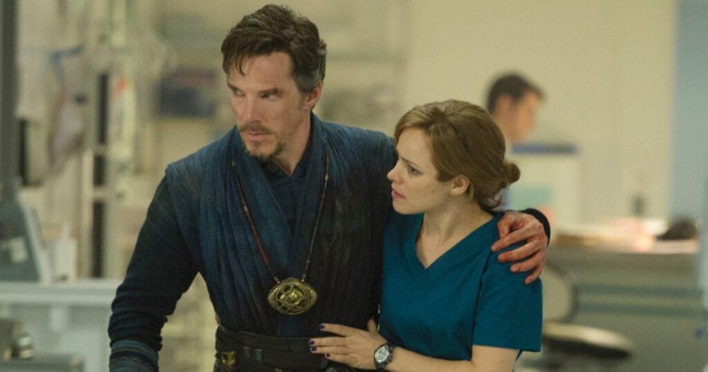 Benedict Cumberbatch y Rachel McAdams en 'Doctor Strange'.